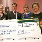 Sabriye Tenberken (2.v.r.) durfte sich zusätzlich über den Leserpreis freuen - und über weitere 30.000 Euro Unterstützung für ihr karitatives Engagement.