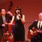 Sängerin Annett Louisan und ihre Band untermalten den Abend musikalisch.