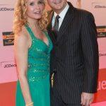 Katja Burkhard in einem Kleid von Barbara Schwarzer,mit ihremMann, RTL-Programmchef Hans Mahr.