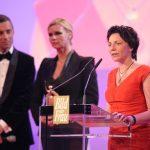 Gaby Schäfer ist eine der fünf Preisträgerinnen des Abends. Als Laudatorin stand ihr die Schauspielerin Veronica Ferres zur Seite.