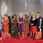 Die glücklichen Preisträgerinnen der GOLDENENBILDder FRAU mit ihren prominenten Laudatorinnen.
