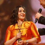 """Preisträgerin Dr. Katja de Braganca leitet das Magazin """"Ohrenkuss"""", das von Menschen mit Down-Syndrom gemacht wird"""