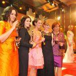 Die fünf Preisträgerinnen mit ihren GOLDENEN BILD der FRAUen
