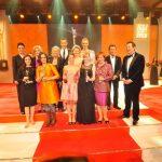 Gruppenbild: Sandra Immoor, Kai Pflaume mit allen Preisträgerinnen und Laudatoren