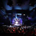 500 Gäste, darunter viele Prominente, warten gespannt auf die Preisträgerinnen des Abends