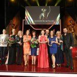 Die Preisträgerinnen des Abends und ihre prominenten Paten