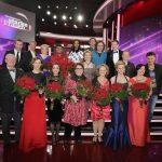Die glücklichen Preisträgerinnen mit Überraschungsgästen