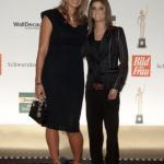 Laudatorin Franziska van Almsick mit Preisträgerin Claudia Kotter, die mit ihrem