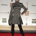 Sabrina Staubitz im glänzenden Minikleid.