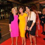Farbtupfer auf dem roten Teppich: Sandra Immoor und Birgit Schrowange bekannten Farbe