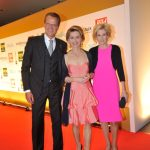 Jochen Beckmann mit Ursula von der Leyen und Sandra Immoor