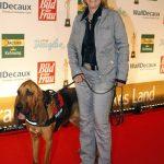 Preisträgerin aus dem Jahr 2011: Alexandra Grunow in Begleitung einer tierischen Supernase