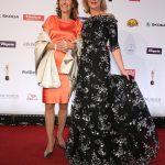 Preisträgerin Christine Bronner mit Schauspielerin Saskia Valencia