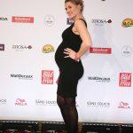 Schauspielerin Nina Bott mit Babybauch
