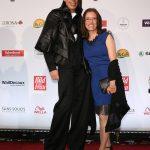 Preisträgerin Patricia Renz mit Laufsteg-Trainer Jorge Gonzáles