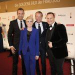 BILD der FRAU-Chefredakteurin Sandra Immoor zusammen mit Verlagsgeschftsführer Jochen Beckmann, Moderator Kai Pflaume und Designer Guido Maria Kretschmer